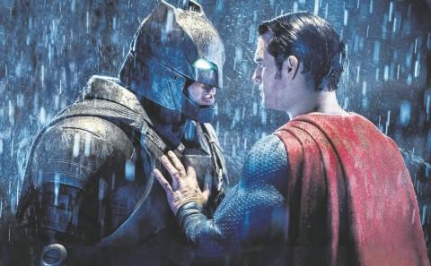BATMAN VS SUPERMAN PENDAPATANNYA TERJUN BEBAS