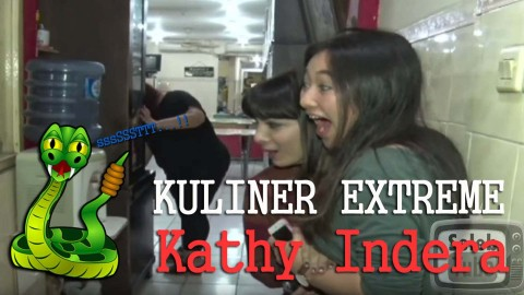 Kathy Indera Santap Sate Ular